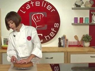 Technique de cuisine : Couper une génoise dans l'épaisseur