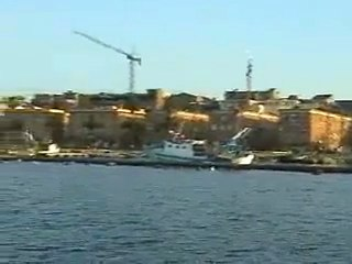 Un giro in barca attorno al borgo antico di Taranto