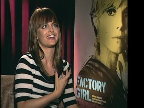 MENA SUVARI INTO FASHION OF THE FACTORY