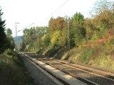 BR 425 fährt langsam in Richtung Linz am Rhein bei Rheinbreitbach
