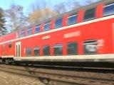BR143 mit Dostos bei Bonn Beuel Süd hat gerade Bonn Oberkassel verlassen