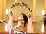 le pire mariage du monde! Elle termine nue en pleine cérémonie