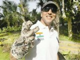 Keeper Dhoni Gifts His Gloves To Khiladi Akshay Kumar - Bollywood Time