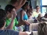 stage salsa juillet  carnaval santiago retour de plage avec tous les stagiaires et les cubains c etait la folie dans le bus .Une ambiance à la cubaine