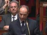 Jean-François Copé pose une question au gouvernement, les députés socialistent scandent le nom de François Fillon
