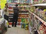 OSMANİYE-Kadirli ilçesinde bir market teröre tepki için 86 personeline asker kıyafeti giydirerek hizmet veriyor