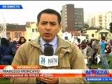 Indígenas que marchan en protesta por proyectos mineros a gran escala en Ecuador llegan a Quito