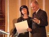 Brigitte Fontaine reçoit la médaille de la Ville de Paris