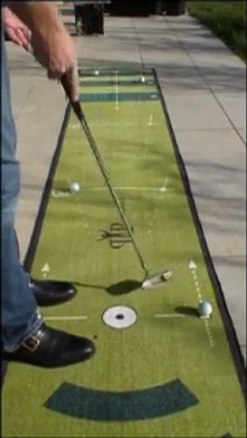 tapis putting  entrainement au putt avec les 6 zones du Paceyourputt par Peekace .