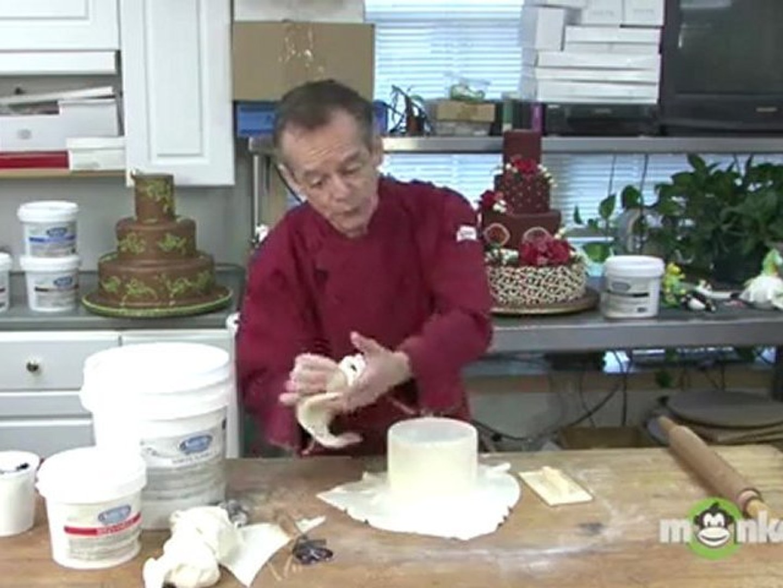 Fondant Cake Decorating - Covering the Cake