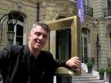 """MA2F /// Installe un """"Points 2 vue"""" (P2V) sur les Champs Elysées"""