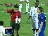Un gardien de foot touche deux fois une caméra