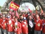 Arrivée des Arcelor au pied de la Tour Eiffel