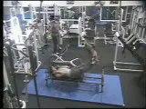 Régis fait de la musculation