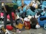 Pescara - Sequestrati 5 mila articoli contraffatti nel mercato dell'area di risulta (05.04.12)