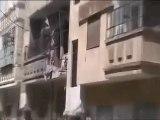 فري برس حمص أثار القصف العنيف والعشوائي على منازل المدنيين في  حي الخالدية 10 4 2012