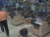 Femme de 75 ans explose la vitrine d'un super marché en voiture