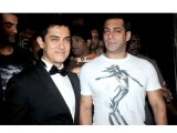 Salman Khan Chooses Friendship Over Competition With Aamir Khan - Bollywood Gossip