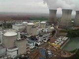 Greenpeace survole la centrale nucléaire du Bugey