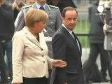 """François Hollande et Angela Merkel """"condamnés à..."""