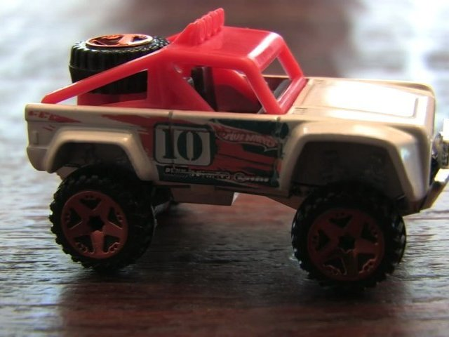 CUSTOM FORD BRONCO Hot Wheels review by CGR Garage