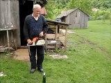 décapsuler une bière avec une tronconneuse