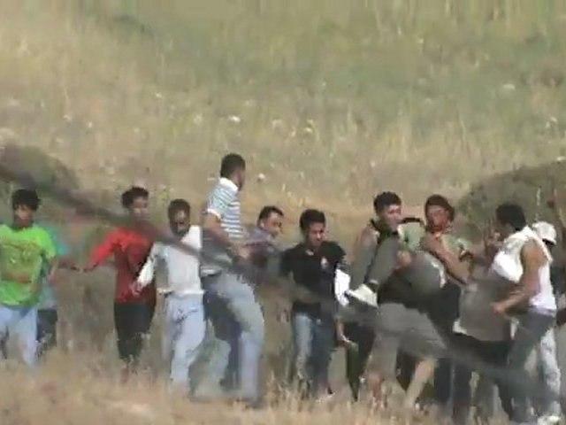 PALESTINE LE VISAGE DE L'OCCUPATION Des colons extrémistes sont filmés en train de tirer sur des palestiniens 19.5.2012