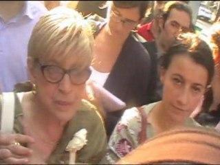 Cécile Duflot, Ministre du Logement, interpellée par des mal-logés à Paris