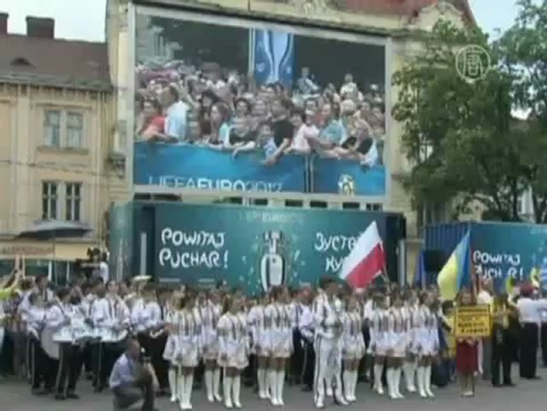 Кубок Евро-2012 прибыл во Львов