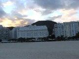 BRESIL: Sur la plage de Copacabana à Rio de Janeiro.