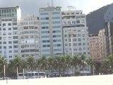 BRESIL: Début de visite de RIO DE JANEIRO de bon matin sur la plage de Copacabana