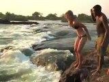 Filles défient la mort at Victoria Falls! Devil's Pool, Livingstone Island, Zambia