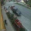 Extrême crash moto vs voiture