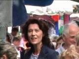 Valérie LAUPIES (FN) sur le marché d'Arles