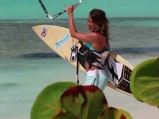 Boat trip kitesurf à Barbuda aux Caraïbes avec Charlotte Cosorti