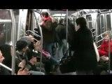 Le wagon heureux du métro de New york - Tout va pour le mieux dans le métro de New York