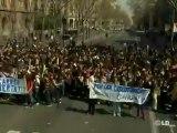 Grupos de estudiantes causan disturbios en Barcelona