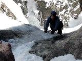 Alpiniste à deux doigts de la mort