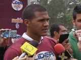 Caracas, El Observador, lunes 2 de julio de 2012, José Salomón Rondón entrega implementos deportivos a niños de Escuela San José de Calasanz, de Catia, Caracas