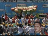 Man defends hot dog eating title in New York