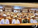 Debutto nel parlamento birmano per Aung San Suu Kyi. Il Nobel per la Pace al suo primo giorno da deputato