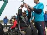 Le skipper Damien Seguin initie des personnes handicapées à la voile