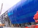 Août 2011 : la membrane bleue est posée sur le stade Océane