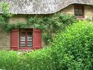 Les maisons au toit de chaume dans le parc naturel de Brière