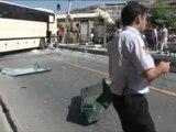 Otobüs tramvay durağına girdi  Çok sayıda yaralı var