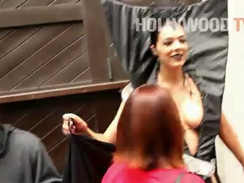 Adrianne Curry causing a scene at Comic-Con! - Hollywood.TV