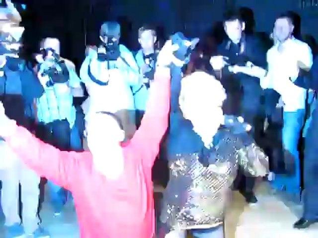 Baba bez glosu spiewa a zboczeniec tanczy z pani posel Grodzka.