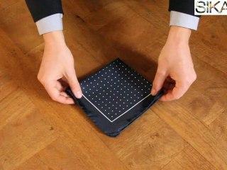 Plier une pochette pour costume - cravate : faire un pli en pointe