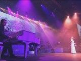 2011) Isabelle AUBRET chante FERRAT '' La montagne ''  au Palais des Sports de Paris ( Mai 2011 )