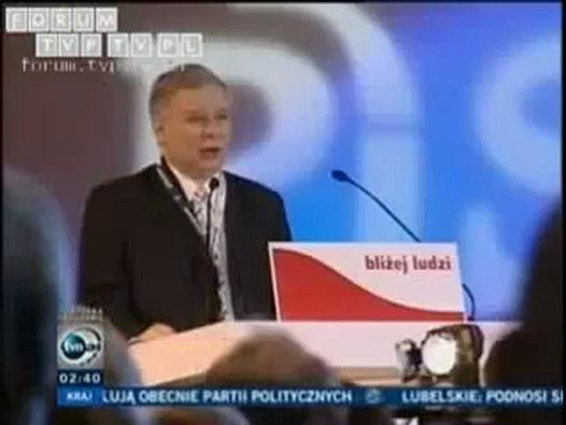 Jarosław Kaczyński śpiewa hymn polski z ziemi polskiej do wolski.mp4
